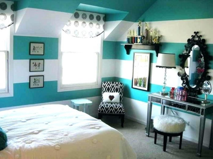 simple bedroom for teenager.