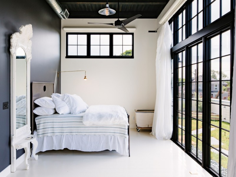 white color as a base of the room.