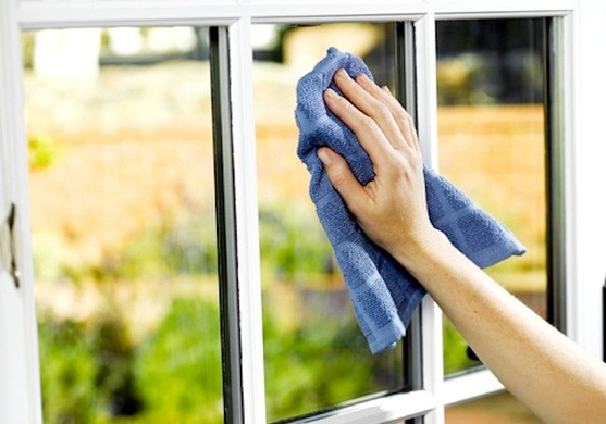 windows cleaning in the morning