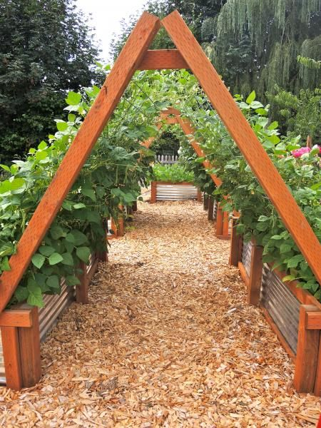 neat garden bed decoration