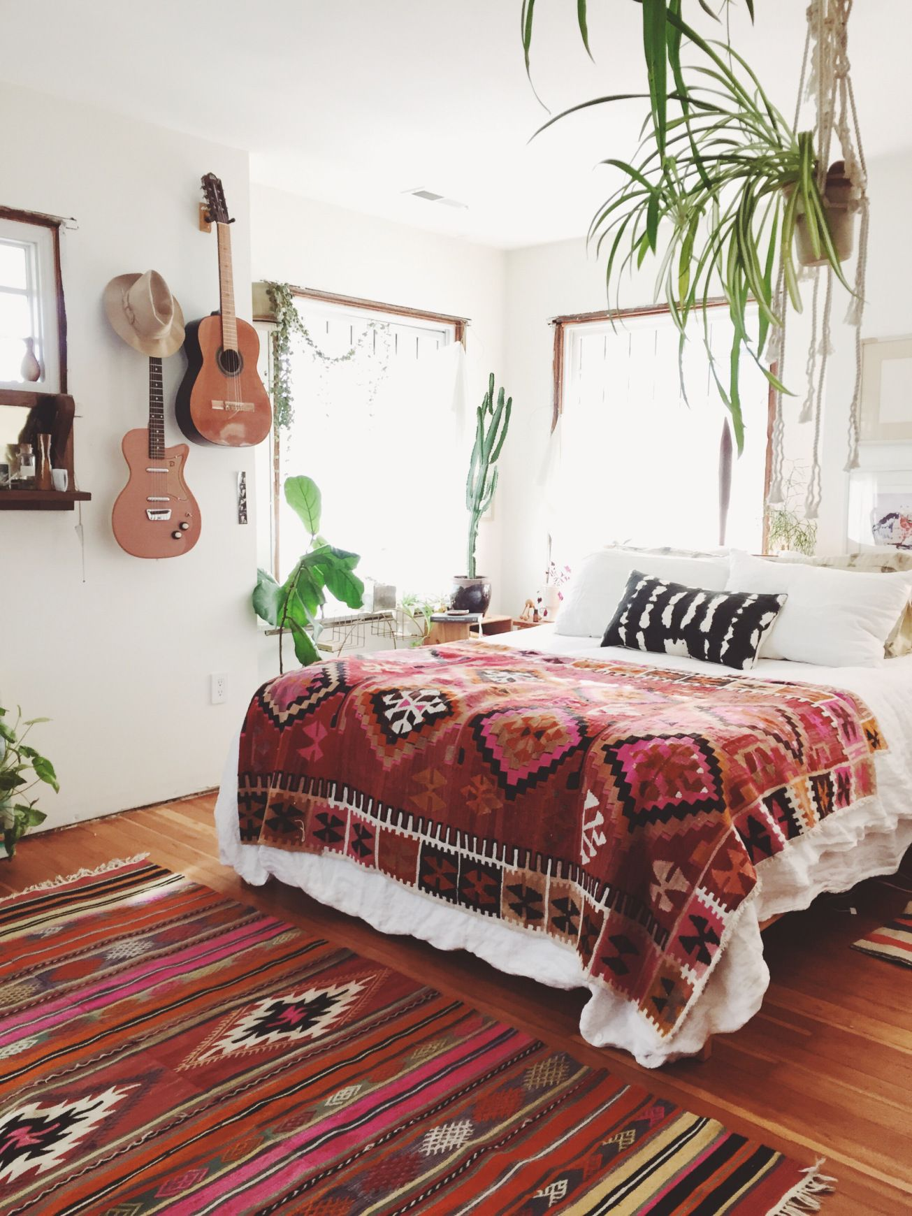 Bohemian Bedroom Design with Ethnical Rug