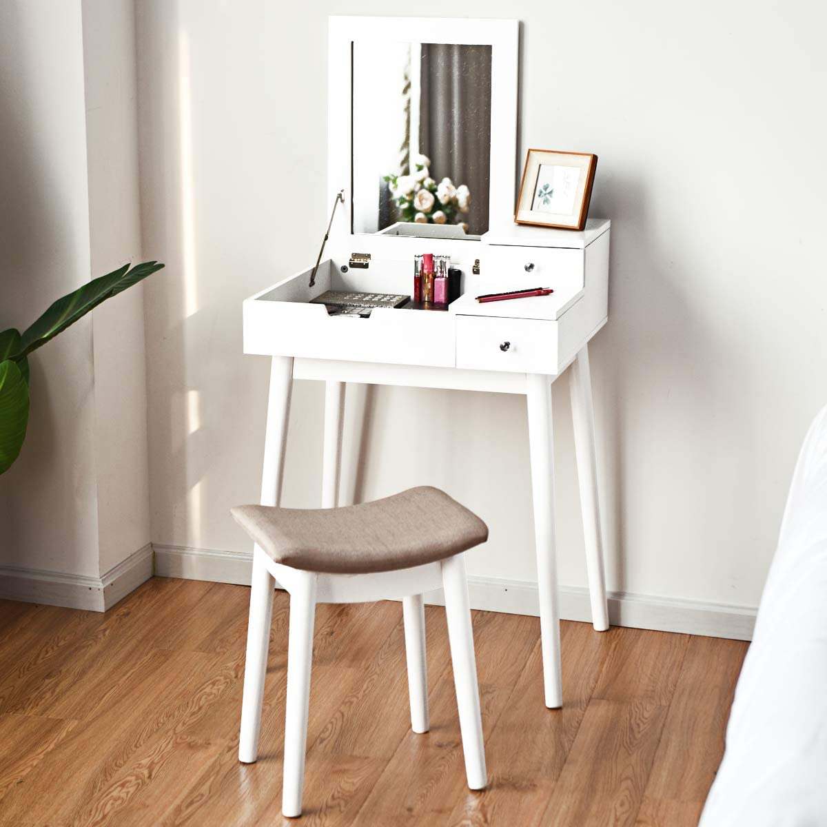 Compact Concept Dressing Table