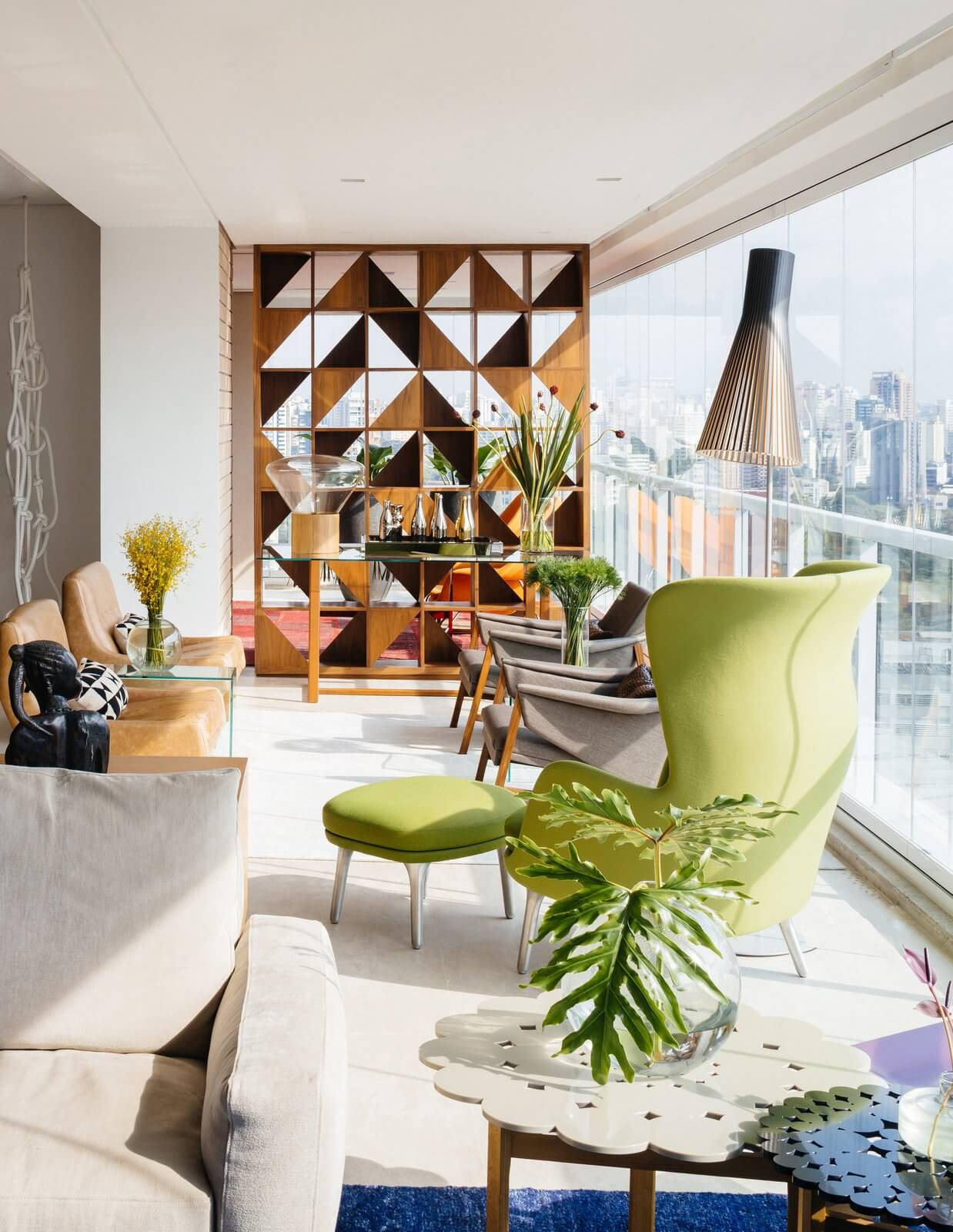Room Partitions with Bold Geometric Patterns