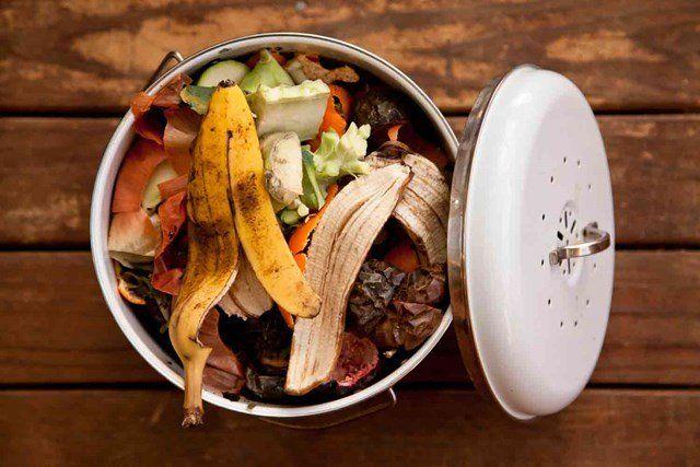 Arrange the compost material