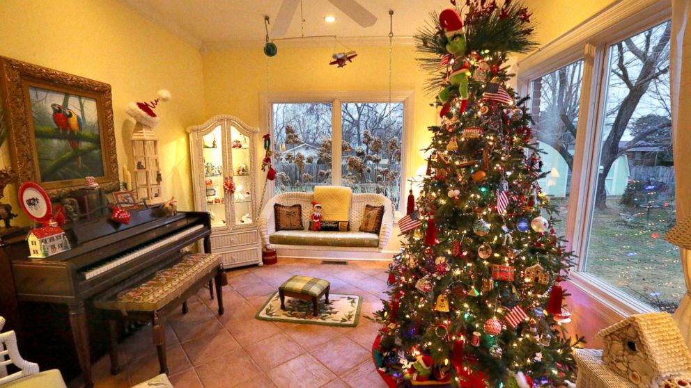 Christmas Tree Design Ideas For A Warm Gathering Atmosphere