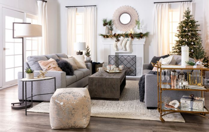 Attractive Christmas Decorations for Minimalist Living Room Interiors