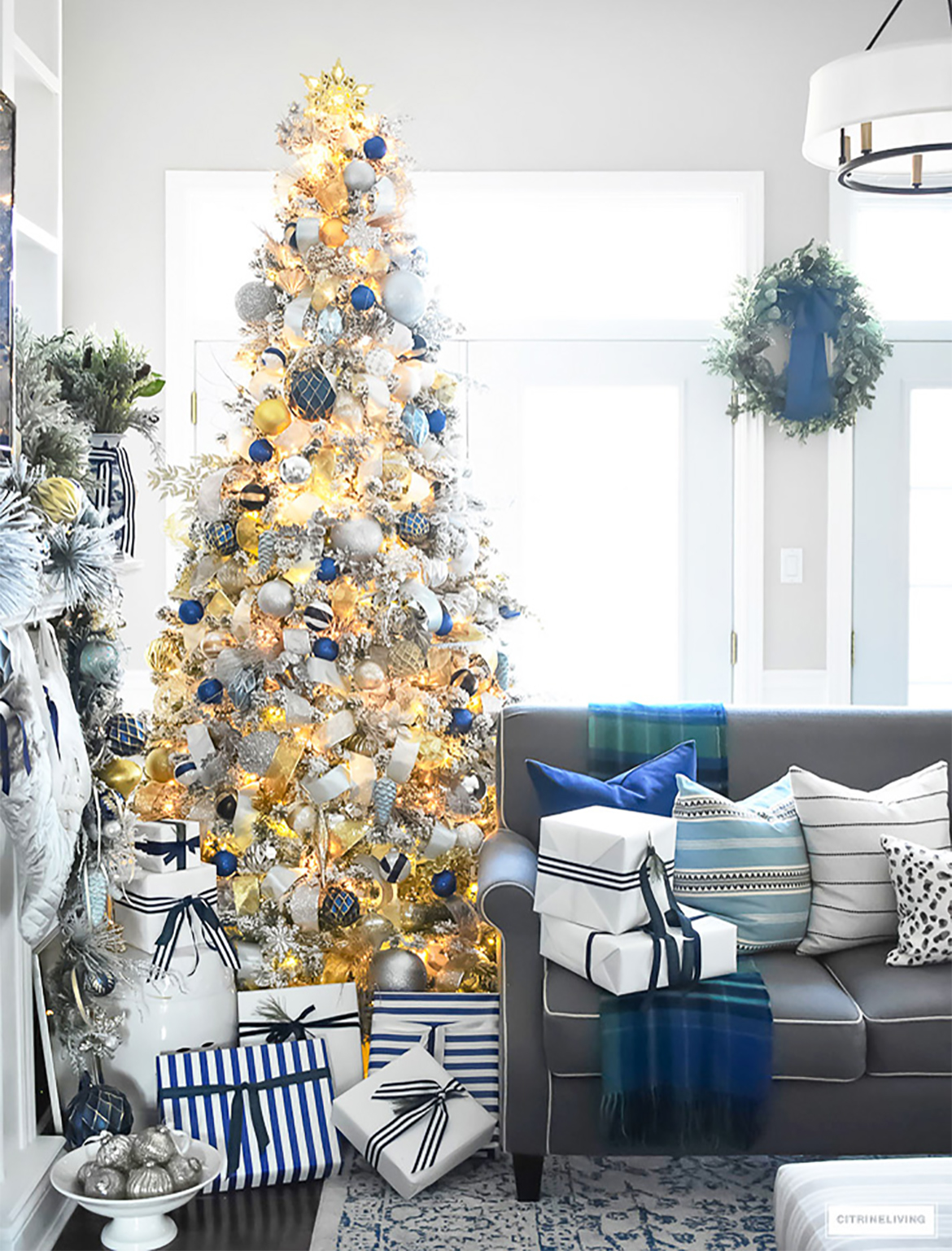 Elegant and Luxurious Christmas Tree