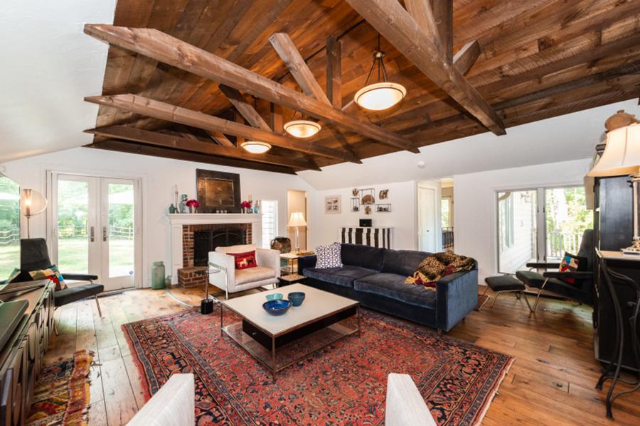 Rustic Interior Design - Living Room