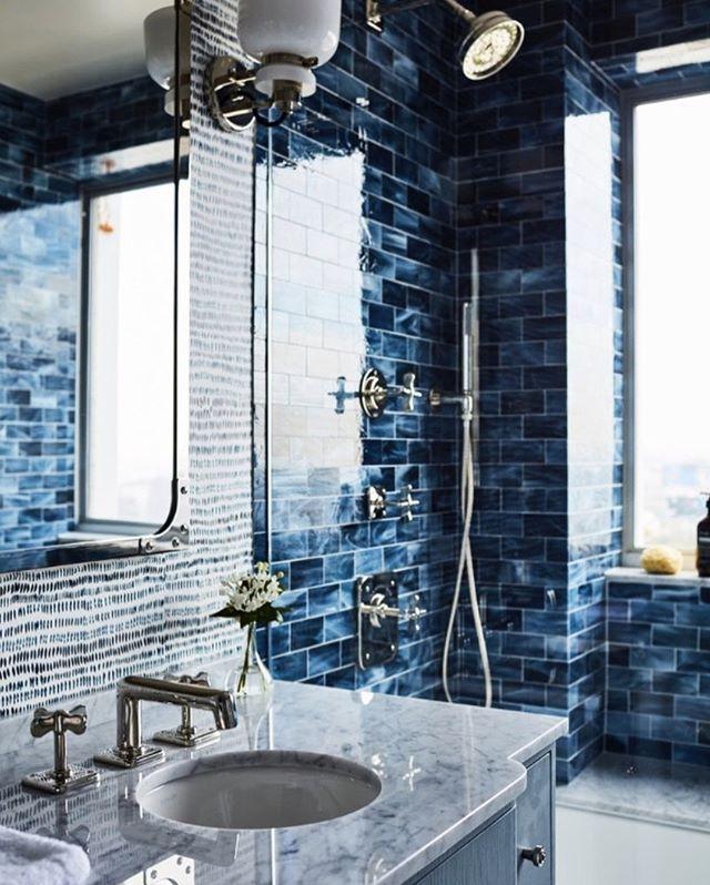 Attaching Blue Theme for a Bathroom